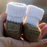 Botines para recién nacido Foto de archivo