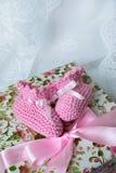 Botines rosados del bebé Imagen de archivo