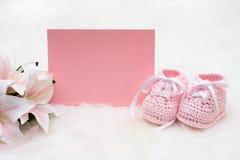 Botines rosados del bebé Fotos de archivo libres de regalías