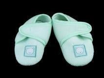 Botines verdes del bebé en negro Foto de archivo