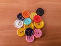 Botones de diversos colores y de diversas formas Foto de archivo