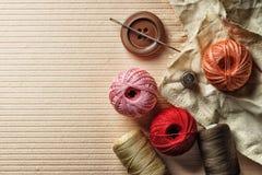 Botones del hilo y otros artículos de costura Fotos de archivo
