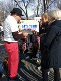 Botones del ` s marzo de las mujeres, NYC, NY, los E.E.U.U. Imágenes de archivo libres de regalías