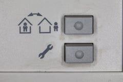 Botones en la alarma en el apartamento Imagen de archivo