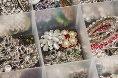Botones hechos de las piedras grandes usadas para crear la joyería Imagen de archivo libre de regalías