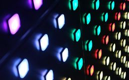 Botones ligeros coloridos en una rejilla foto de archivo libre de regalías
