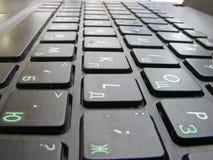 Botones negros del teclado en un ordenador port?til imagen de archivo