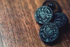 Botones negros en fondo de madera Imágenes de archivo libres de regalías