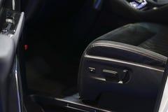 Botones para ajustar la posición del asiento en coche Foto de archivo