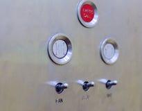 Botones viejos del panel de control de elevador en estilo retro análogo Fotos de archivo libres de regalías