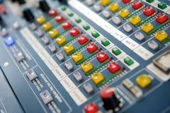 Botones y botones en mezclador audio Fotografía de archivo