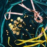 Botones y cintas en tela Fotos de archivo