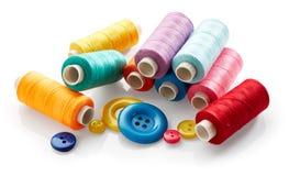 Botones y cuerda de rosca de costura Fotos de archivo libres de regalías
