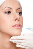 Η χειλική διόρθωση Botox, κλείνει επάνω Στοκ Εικόνα