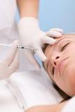 Botox Einspritzung - Frau im kosmetischen Salon Stockfoto
