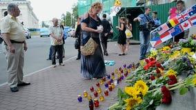 Botschaft der Niederlande (Kiew), denkwürdiges Denkmal MH17, stock video footage