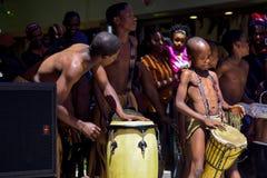 Botswansk traditionell dansaredans offentligt arkivbilder