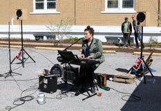 Bottaio-giovane punto di ebollizione Live Music dei gamberi Fotografia Stock Libera da Diritti