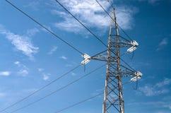 Botte électrique de pylônes dans un ciel Images libres de droits