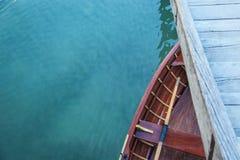 Botte sur Lago di Braies Photographie stock libre de droits