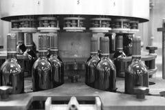 Bottelen van wijninstallatie Stock Foto's
