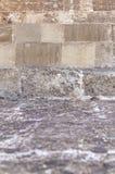 Botten av gammal historisk slotttrappa som går upp i den gamla staden Rhodes Arkivbilder