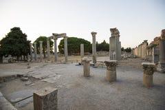 Botten av gatan utanför portarna av Ephesus Mazeusa och Mithridates. Ephesus Arkivbilder