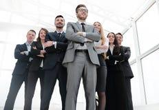 Botten beskådar ledare på huvudet av affärslaget Fotografering för Bildbyråer