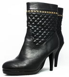 Bottes à talons hauts élégantes noires Images stock