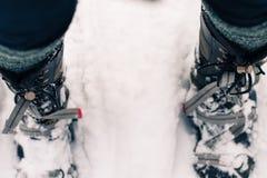Bottes d'hiver dans des raquettes Images libres de droits