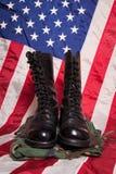 Bottes de combat avec le drapeau Photos libres de droits