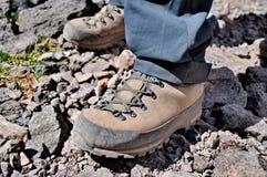 Bottes de trekking de montagne Photographie stock