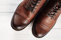 Bottes du ` s d'hommes de mode de chaussures toujours la vie brune Image stock