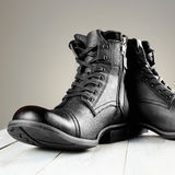 Bottes du ` s d'hommes de mode de chaussures toujours la vie militaire Image stock