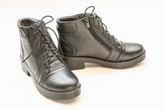 Bottes en cuir noires de dames d'isolement sur le blanc Photographie stock libre de droits