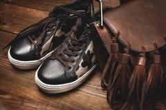 Bottes et sac brun Images stock