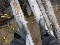 Bottes pour le chasseur et le pêcheur Approprié à la chasse et à la pêche, pour le voyage extérieur details photo libre de droits