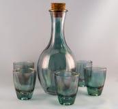 Bottiglia con i piccoli vetri Immagini Stock Libere da Diritti