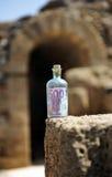 Bottiglia con l'euro 500 dentro Fotografia Stock
