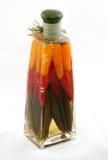 Bottiglia con le verdure marinate Immagini Stock