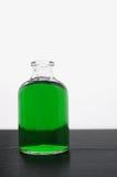 Bottiglia con liquido verde Immagini Stock Libere da Diritti