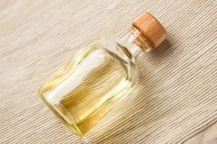 Bottiglia con olio essenziale Fotografia Stock