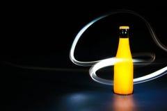 Bottiglia con pittura leggera  Fotografie Stock