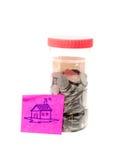 Bottiglia dei soldi di risparmio con il messaggio Fotografie Stock Libere da Diritti