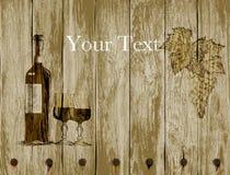 Bottiglia dei vetri e dell'uva del vino rosso su un fondo di legno Disegnato a mano Immagini Stock