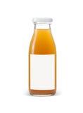 Bottiglia del succo di mele con l'etichetta blu in bianco isolata su bianco Fotografie Stock