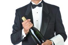 Bottiglia della holding del Sommelier di Champagne Fotografie Stock Libere da Diritti