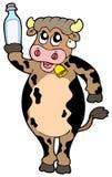 Bottiglia della holding della mucca del fumetto di latte Fotografia Stock Libera da Diritti