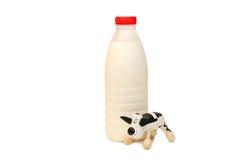 Bottiglia della mucca del giocattolo e del latte Fotografia Stock