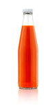 Bottiglia della salsa di peperoncini rossi isolata su fondo bianco Immagini Stock Libere da Diritti